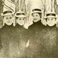 olevian hall co-eds 1905.jpg